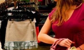 В Белорецке воровка раздела манекен в торговом центре и скрылась