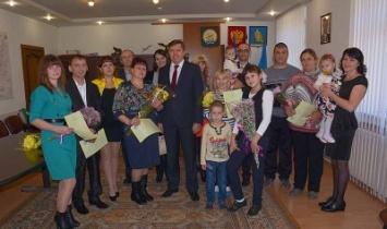 В Белорецком районе вручили сертификаты на приобретение жилья молодым семьям и ветерану войны