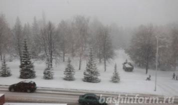 До конца недели в Башкирии будет идти мокрый снег, на дорогах — гололед